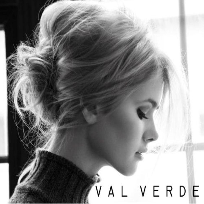 Фото красивых девушек блондинок с цветами черно белые 9 фотография